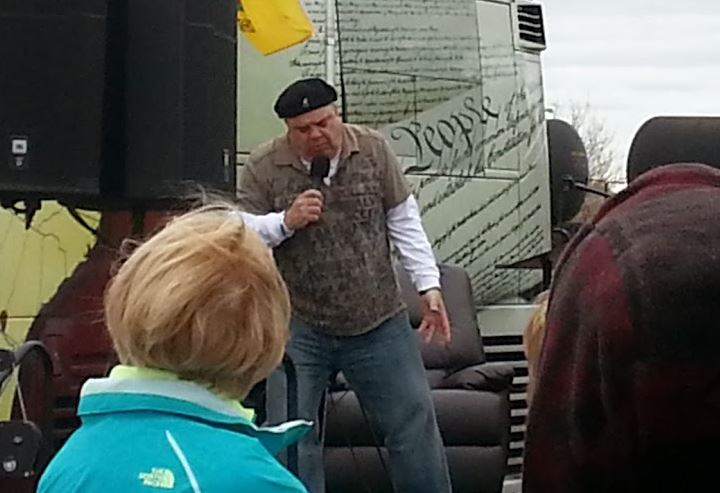 Jim Labriola warms up crowd at Tea Party Express stop in Kansas City