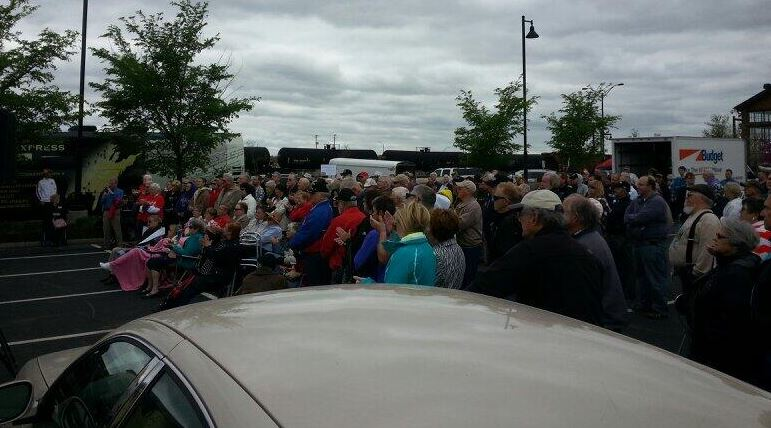 Tea Party Express crowd at Kansas City stop