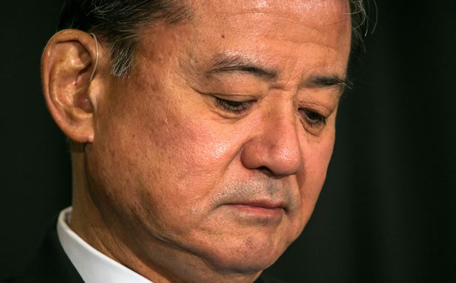 Shinseki Offers Resignation; Obama Accepts